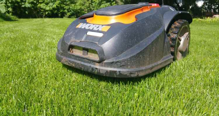 Mähroboter bewähren sich im Wesentlichen durch die Zeitersparnis für den Gartenbesitzer gegenüber herkömmlichen Rasenmähern